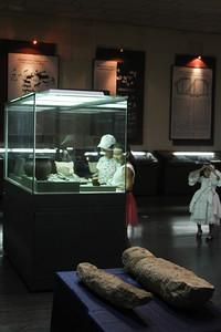 2018 оны наймдугаар сарын 24. Монголын Үндэсний музейн судлаачид Увс, Хөвсгөл, Орхон, Төв аймгийн нутагт Хүннү, Сяньби, Түрэгийн үеийн шинэ олдвор, дурсгалыг малтан судалсан талаар өнөөдөр танилцууллаа. ГЭРЭЛ ЗУРГИЙГ Б.БЯМБА-ОЧИР/MPA