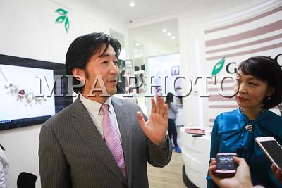 2016 оны арваннэгдүгээр сарын 01. Японы сувдны дизайнер коллекцээ танилцуулах арга хэмжээ боллоо. ГЭРЭЛ ЗУРГИЙГ Г.ӨНӨБОЛД /МРА