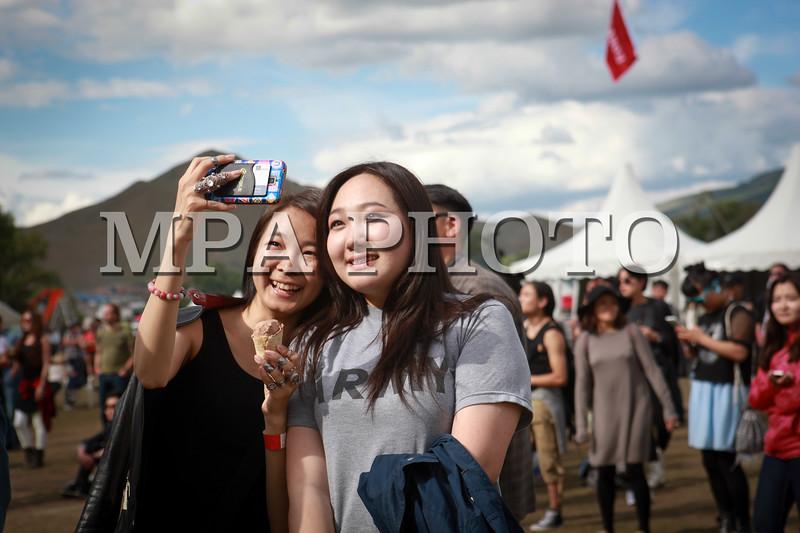 """Нийслэлийн """"Найрсаг Улаанбаатар"""" хөтөлбөрийн хүрээнд PLAYTIME 2016 Амьд Хөгжмийн Наадам энэ онд 6-р сарын 24, 25, 26-ны өдөр Монгол Шилтгээнд боллоо.<br /> <br /> 2002 онд анх үүсгэн байгуулагдаж байсан тус наадам энэ жил 15 дахь жилдээ болох бөгөөд Улаанбаатар хотын орчин үеийн хөгжмийн соёлыг хөгжүүлэх, залууст амралт чөлөөт цагаа цэвэр агаарт, байгаль орчинд ээлтэй хэлбэрээр өнгөрүүлэх, дэлхийн болон Монголын шинэ, шилдэг амьд хөгжмийн хамтлаг дуучдыг танилцуулах замаар тэдний хөгжмийн боловсролыг дээшлүүлэх зорилготой юм.<br /> <br /> Playtime наадам нь Монгол улсад 1990-ѳѳд оны сүүлчээр, 2000-аад оны эхээр шинээр дэлгэрч эхэлсэн амьд хѳгжмийн шинэ дугаралт, түүний тѳлѳѳлѳл болсон хамтлаг, дуучид, тэдгээрийн дуу хѳгжмийг олонд хүргэх тайз нь болсноороо онцлогтой юм. Бидний сайн мэдэх олон хамтлагууд энэхүү наадмаар танигдаж байсан түүхтэй. 2002 оноос хойш нийт 500 гаруй хамтлаг, дуучин давхардсан тоогоор тус наадамд оролцож уран бүтээлээ хүргэж байсны дотор АНУ, ИХ Британи, ОХУ, Япон, Ѳмнѳд Солонгос, Ѳвѳр Монголоос урилгаар ирж оролцсон гадны хамтлаг олон байдаг. Тухайлбал, ОХУ-ын Муммий Тролль, Английн Peter Hook and The Lights, АНУ-ын The Pains of Being Pure at Heart, Японы Mono, Envy зэрэг дэлхийд алдартай хамтлагууд Playtime наадамд ирж тоглож байсан.<br /> <br /> 2014 оноос Playtime наадам нь Нийслэлийн Засаг Даргын ивээл дор """"Найрсаг Улаанбаатар"""" хөтөлбөрийн хүрээнд зохион байгуулагдаж, олон улсын амьд хөгжмийн наадам болж цар хүрээгээ улам өргөтгөсѳѳр байна. Улаанбаатар хотыг орчин үеийн урлаг хөгжмийн соелыг түгээгч нийслэл хот болгож, дэлхийд алдартай хамтлаг дуучдыг тогтмол урьж, ойрхи хөрш улсуудыг хамарсан тэргүүлэх амьд хөгжим, орчин үеийн урлагийн наадам болгож улс орондоо аялал жуулчлалыг хѳгжүүлэхэд тус наадам ѳѳрийн хувь нэмрээ оруулах болно.<br /> <br /> Playtime 2016 наадамд дэлхийд алдартай Швед улсын """"The Radio Dept"""", Япон улсын """"Roth Bart Baron"""", """"The You"""", """"Fu-Ching-Gido"""", Сингапурын """"Anna Judge April"""" болон ОХУ, Өвөр Монгол, Ѳмнѳд Солонго"""