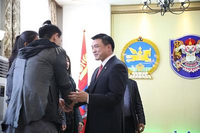 """2019 оны долдугаар сарын 08. Их Монгол Улс байгуулагдсаны 813 жилийн ой, Үндэсний их баяр наадам, Ардын хувьсгалын 98 жилийн ой, Үндэсний эрх чөлөө, тусгаар тогтнолоо сэргээн мандуулсаны 108 жилийн түүхт ойг тохиолдуулан Монголын үндэсний урлагийг олон улсад амжилттай сурталчилж буй """"The Hu"""" металл рок хөгжмийн хамтлагийг Нийслэлийн дээд шагнал """"Хангарди одон""""-гоор шагнасныг өнөөдөр нийслэлийн Засаг дарга бөгөөд Улаанбаатар хотын Захирагч С.Амарсайхан гардуулж өгөв.    Хотын Захирагч С.Амарсайхан """"Үндэсний урлагийн """"The Hu"""" хамтлаг нь эх орондоо төдийгүй олон улсад урлагийн шинэ урсгалыг бий болгож, дэлхий нийтийг нэгэн цагт байлдан дагуулж байсан олон зууны түүхтэй эх орныхоо түүхийг үндэсний соёл урлагаар сурталчлан таниулж байгаад их баяртай байна. Энэ гавьяа зүтгэлийг нь бид өндрөөр үнэлж өнөөдөр нийслэлийн дээд шагнал """"Хангарди одон""""-оор шагнаж, цаашдын урлагийн замд нь улам их амжилт хүсч байна"""" хэмээлээ.    Монголын урлагийн ертөнцөд """"Хүннү Рок"""" хэмээх цоо шинэ урсгалаар тоглодог анхны хамтлаг болох """"THE HU"""" нь Монгол Улсын Гавьяат Жүжигчин, дуучин, продессор Б.Дашдондогийн санаачилгаар 2012 оноос эхлэн хамтлагийн гишүүдийг бүрдүүлэх, уран бүтээлийн төрлийг тодорхойлох, стиль имижийг бүрдүүлэх ажлууд хийгдэж явсаар 2016 онд албан ёсоор байгуулагдаж, 2018 онд анхны уран бүтээлүүдээ цацаж эхэлжээ. Хамтлагийн гишүүдийн хувьд Ц.Галбадрах, Б.Энхсайхан, Г.Нямжанцан, Н.Тэмүүлэн гэсэн дөрвөн хүний бүрэлдэхүүнтэй бөгөөд хамтлагийн ахлагчаар Ц.Галбадрах ажилладаг байна. ГЭРЭЛ ЗУРГИЙГ MPA"""