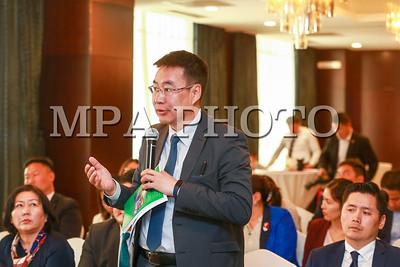 """2019 оны зургаадугаар сарын 04. Урт хугацааны хөгжлийн бодлого боловсруулах"""" ажлын хэсгийн ээлжит хурал боллоо. Хуралдааныг ажлын хэсгийн ахлагч, Монгол Улсын сайд, ЗГХЭГ-ын дарга Л.Оюун-Эрдэнэ удирдан явуулж  яам тус бүр салбар чиглэлийн дагуу урт хугацааны хөгжлийн төлөвлөгөөний төслөө танилцуулсан юм.  ГЭРЭЛ ЗУРГИЙГ Б.БЯМБА-ОЧИР/MPA"""