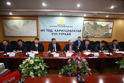 """2018 оны тавдугаар сарын 15. Монгол Улсын Уул уурхай, хүнд үйлдвэрийн яамнаас зохион байгуулдаг """"Ил тод, хариуцлагатай уул уурхай"""" хэвлэлийн бага хурал боллоо.   ГЭРЭЛ ЗУРГИЙГ Б.БЯМБА-ОЧИР/MPA"""