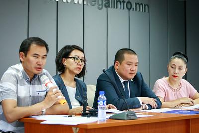 """2018 оны зургаадугаар сарын 29.  Монголын Хуульчдын холбооноос """"Хуульчдын форум-2018""""-аас гаргасан зөвлөмж, дүгнэлтийг танилцууллаа. ГЭРЭЛ ЗУРГИЙГ Г.ӨНӨБОЛД /МРА"""