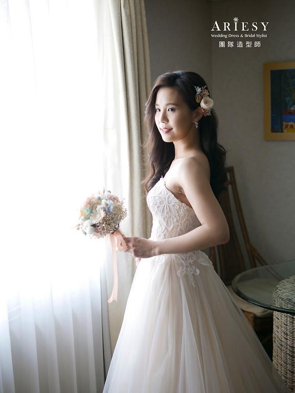 自然清透妝感、美式戶外鮮花造型、低盤髮造型、中部新娘、戶外婚禮