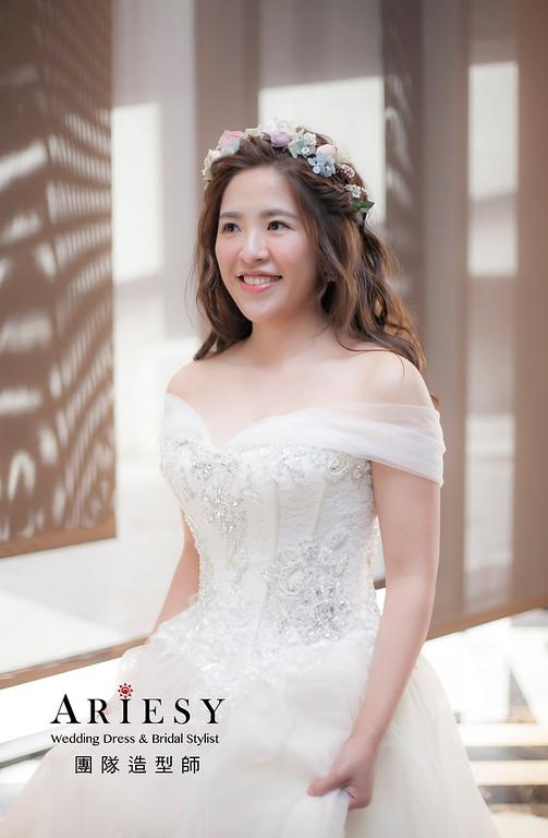 白紗造型,編髮造型,新娘造型,花藝新祕,新娘祕書,清透妝感,花藝飾品