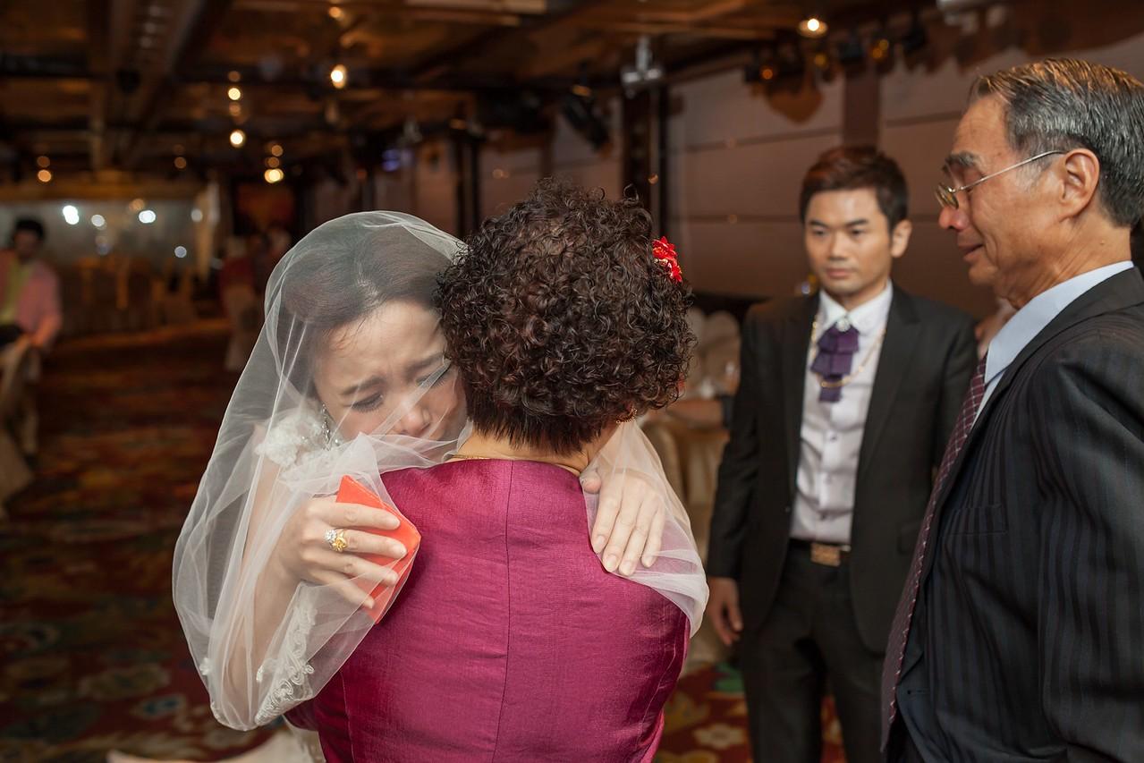 《台北婚攝》 不捨的淚水中看見幸福 / 台北陶園經典飯店