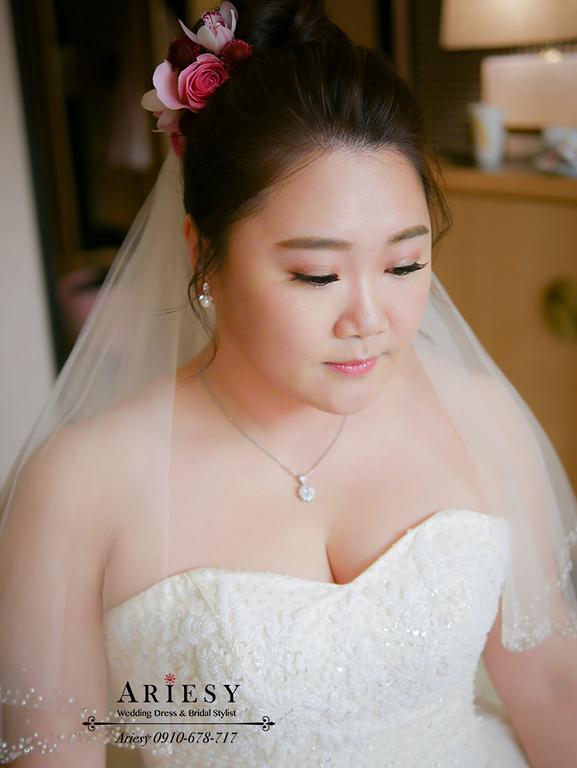 鮮花新秘,林酒店婚宴,台中新秘,時尚名媛新娘髮型,紅色禮服造型,大尺碼新娘禮服,林酒店婚宴,新娘髮型