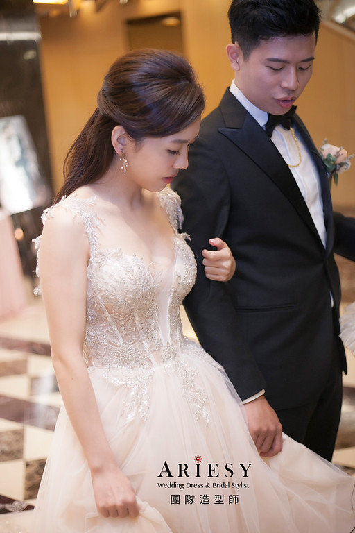 新娘髮型,編髮造型,台中新祕,新娘秘書,新娘造型,送客造型,自然清透妝感,敬酒造型