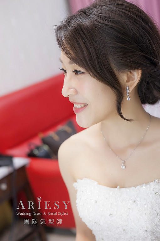 白紗造型,新娘造型,台北新祕,新娘秘書,新娘髮型,自然清透妝感,進場造型
