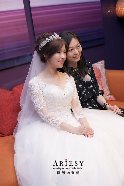 白紗造型,編髮造型,台北新祕,新娘秘書,新娘造型,自然妝感,進場造型,細軟髮造型