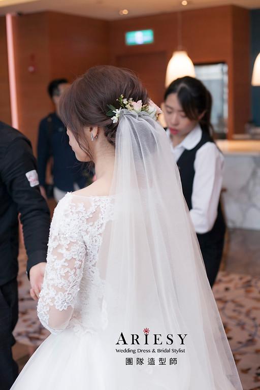 白紗造型,編髮造型,台北新祕,新娘秘書,新娘造型,自然妝感,花藝飾品