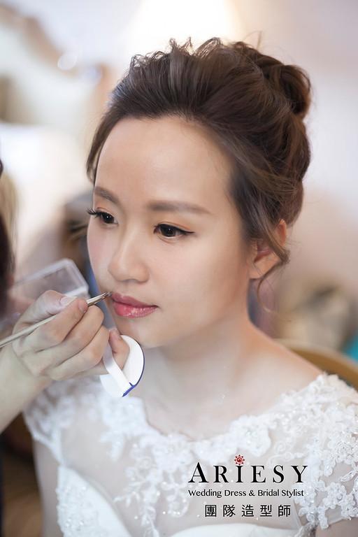 白紗造型,編髮新娘髮型,鮮花花藝頭飾,自然妝感,日式甜美新娘造型