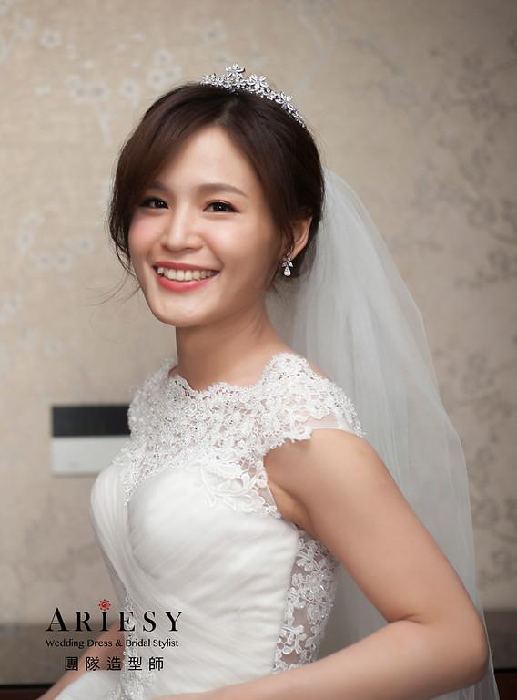 白紗造型,編髮新娘造型,皇冠造型,輕透自然妝感,進場新娘髮型