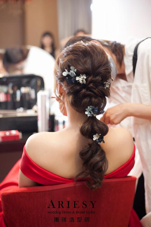 送客造型,蓬鬆編髮新娘造型,乾燥花花藝飾品,台北新娘祕書,晚禮服造型,格萊天漾婚宴