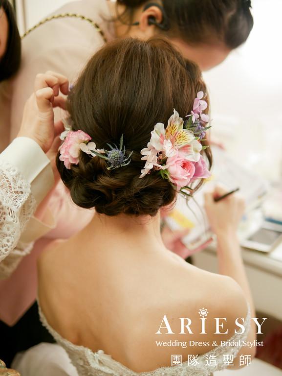 新娘秘書推薦,白紗進場造型,蓬鬆編髮,新秘花藝,鮮花造型