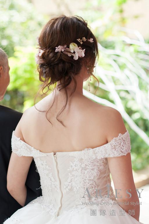 自然新娘妝,新秘編髮,白紗進場造型,新娘鮮花,新娘髮型