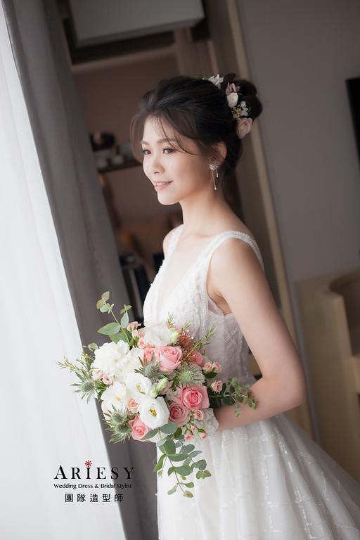 台北新祕,新娘秘書,新娘造型,自然輕透妝感,蓬鬆編髮,鮮花新祕,新娘髮型,白紗造型