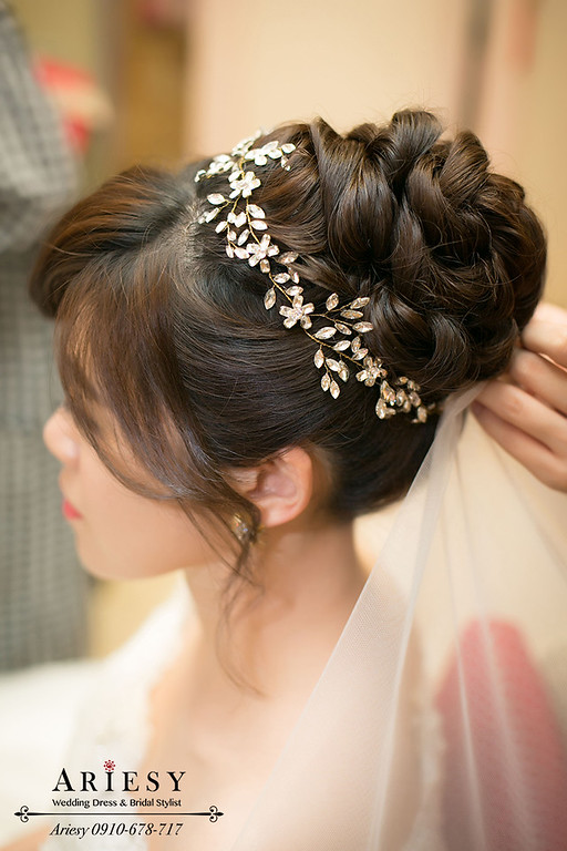 台北新秘,新娘秘書,粗硬髮造型,粗硬髮造型,新娘髮型,鮮花編髮