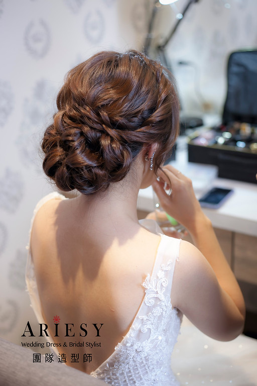 台北新祕,新娘秘書,新娘造型,自然清透妝感,白紗造型,蓬鬆編髮