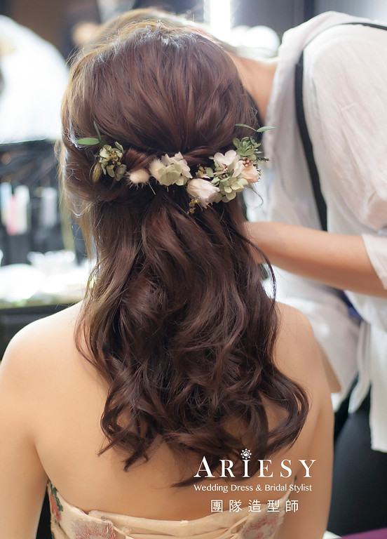 新祕,編髮造型,台北新祕,新娘秘書,新娘造型,自然清透妝感,花藝新娘飾品,鮮花新祕