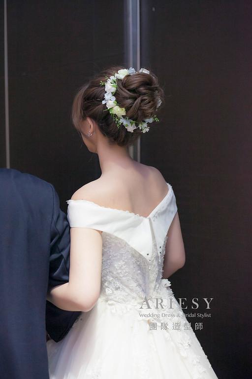 白紗造型,編髮造型,台北新祕,新娘秘書,新娘造型,自然清透妝感,進場造型,花藝飾品