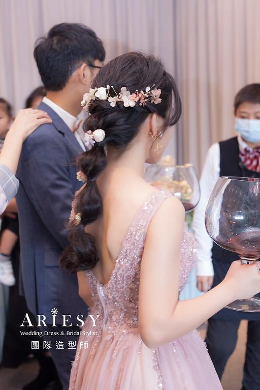 台北新祕,新娘秘書,新娘造型,蓬鬆編髮,新娘造型,自然清透妝感,新娘髮型,編髮造型,推薦新秘,花藝新祕