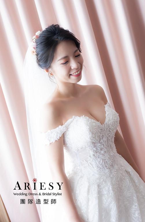 台北新祕,新娘秘書,新娘造型,蓬鬆編髮,白紗造型,自然清透妝感,新娘髮型,新娘造型,推薦新秘,花藝新祕