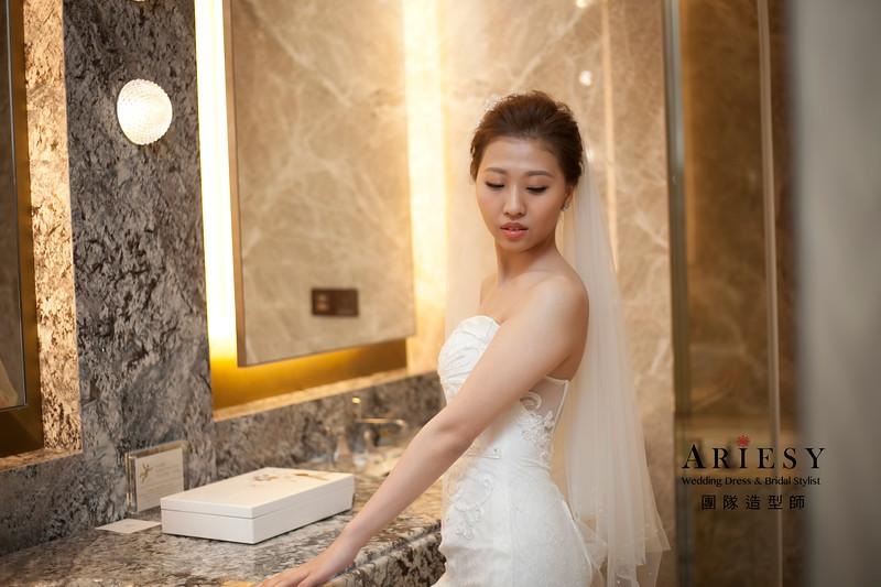 歐美風新娘造型,新娘髮型,清透妝感,白紗進場造型,戶外儀式婚禮