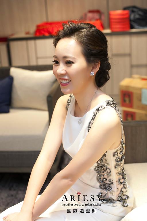 黑髮新娘造型,蓬鬆編髮,台北新秘,名媛造型,清透妝感