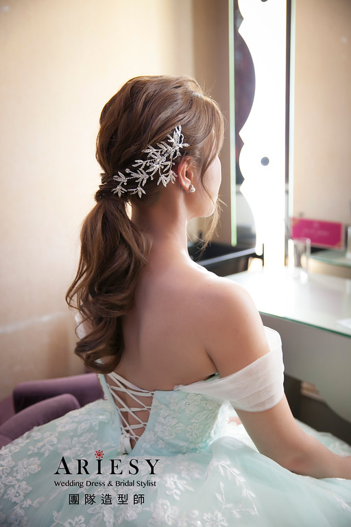 大直典華,蓬鬆編髮,白紗造型,新娘髮型,馬尾造型