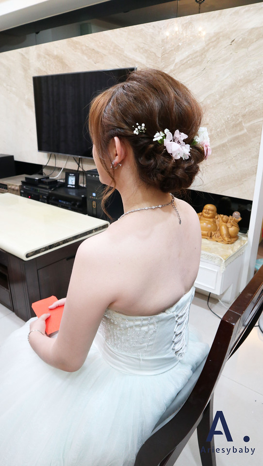 新娘秘書,Ariesybaby造型團隊,文定新娘造型,鮮花花藝飾品,鮮花造型