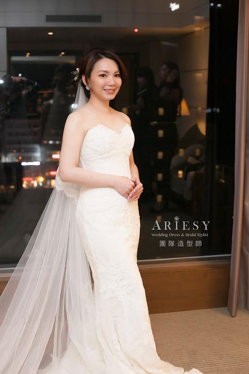 白紗進場造型,編髮造型,鮮花飾品,自然妝感,新娘髮型,短髮新娘造型