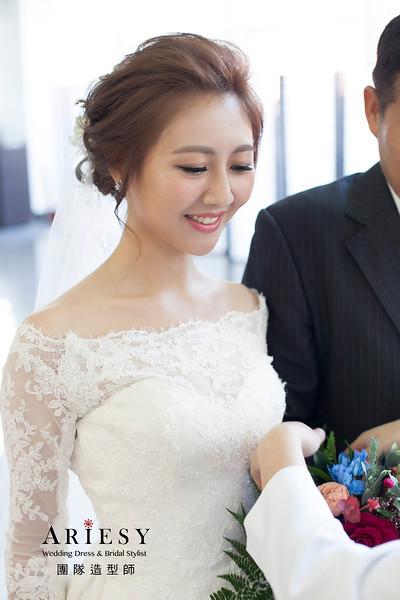 龍鳳掛髮型,細軟髮新娘髮型,花藝飾品,新娘造型,白紗造型