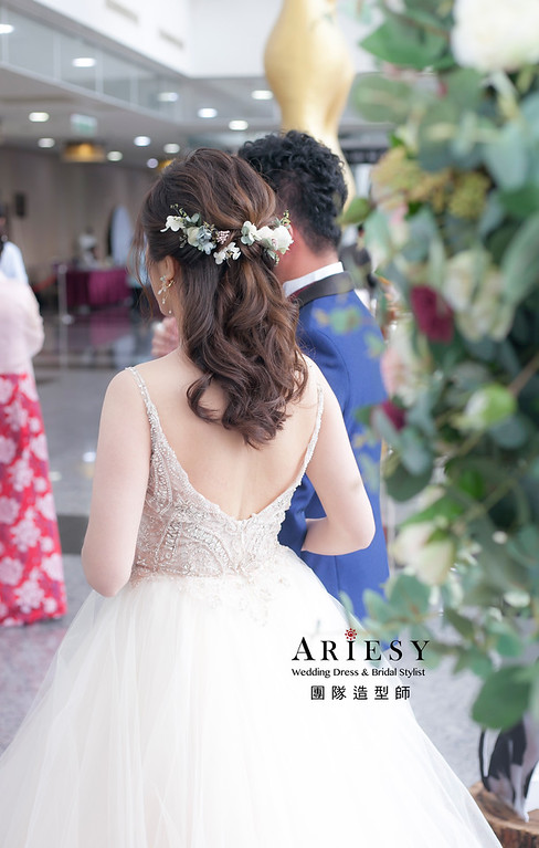 新祕,編髮造型,台北新祕,新娘秘書,新娘造型,推薦新祕,自然清透妝感,花藝飾品