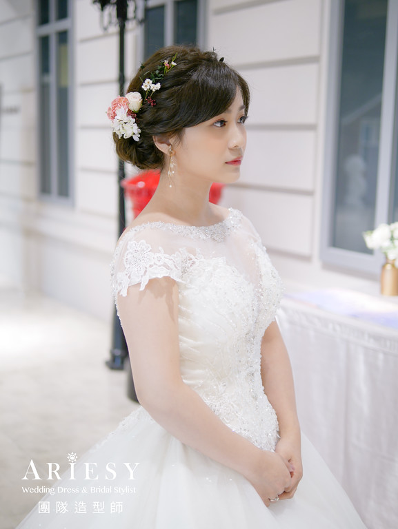進場髮型,新娘編髮造型,新娘秘書,新秘花藝,鮮花新秘