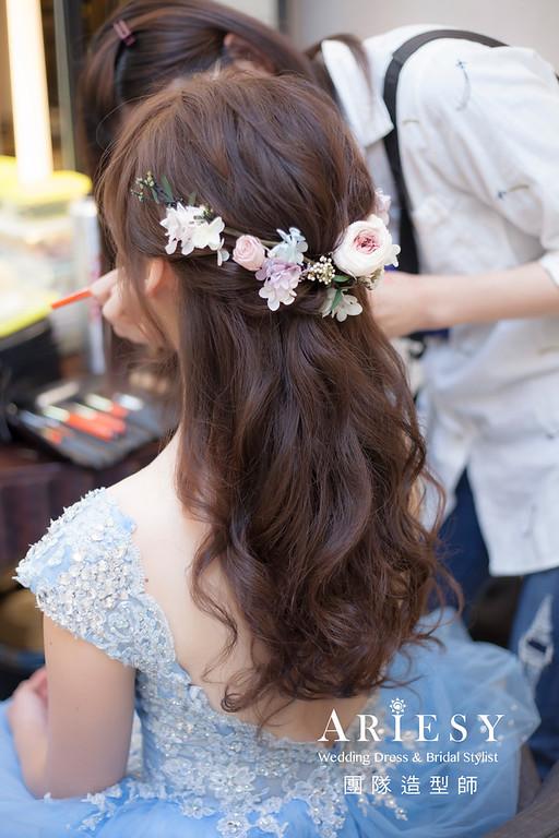 台北新祕,新娘秘書,新娘造型,自然清透妝感,蓬鬆編髮,花藝飾品,新娘髮型,甜美風格,送客
