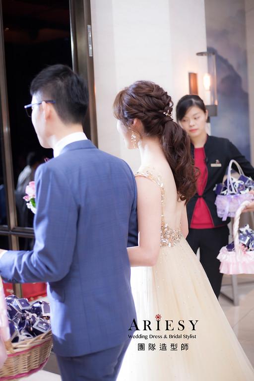 台北新祕,新娘秘書,新娘造型,自然清透妝感,蓬鬆編髮,新娘飾品,新娘髮型,馬尾造型,敬酒