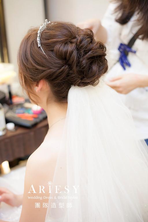 台北新祕,新娘秘書,新娘造型,自然清透妝感,蓬鬆編髮,花藝飾品,新娘髮型,白紗造型,迎娶,進場造型