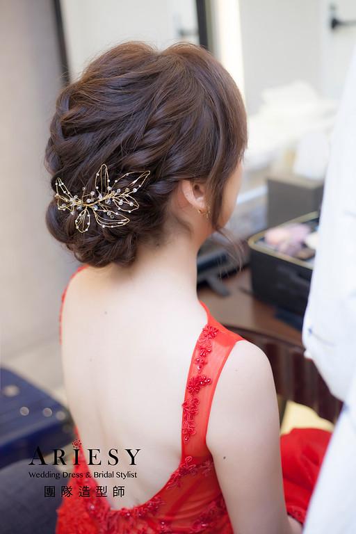台北新祕,新娘秘書,新娘造型,自然清透妝感,蓬鬆編髮,花藝飾品,新娘髮型,紅禮服造型,文定