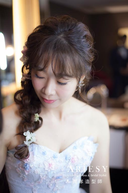 台北新祕,新娘秘書,推薦新祕,新娘造型,自然清透妝感,蓬鬆編髮,花藝飾品,新娘髮型,短髮新娘