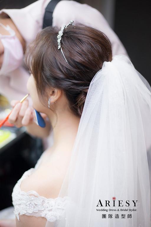 台北新祕,新娘秘書,推薦新祕,新娘造型,自然清透妝感,蓬鬆編髮,白紗造型,新娘髮型,短髮新娘
