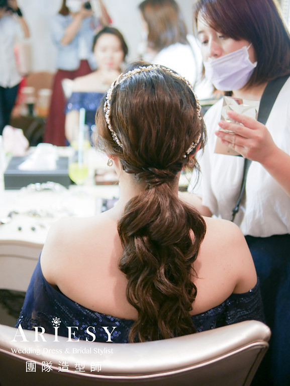 深藍色禮服造型,敬酒髮型,送客髮型,新娘自然妝,歐美風格