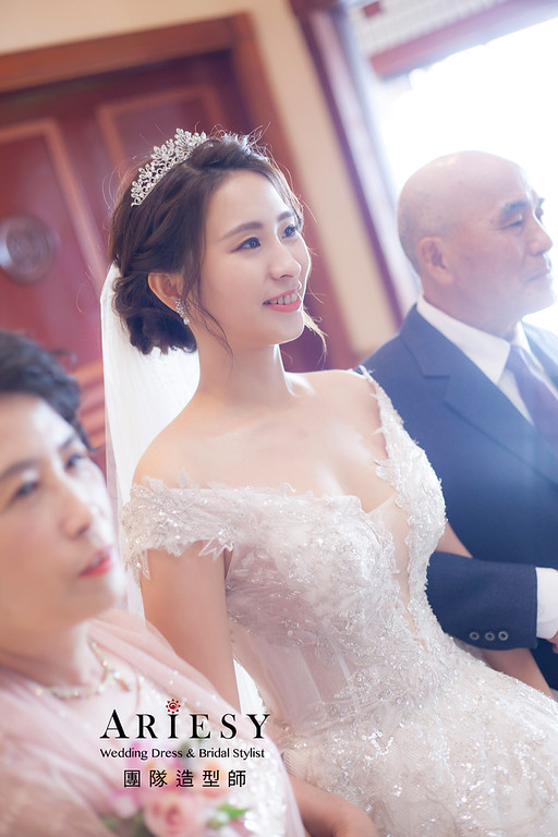 台北新祕,新娘秘書,新娘造型,編髮新祕,白紗造型,自然清透妝感,新娘髮型,編髮造型,婚宴造型