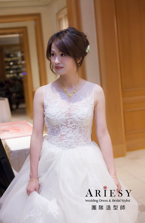 台北新祕,新娘秘書,新娘造型,自然清透妝感,蓬鬆編髮,花藝飾品,新娘髮型,白紗造型