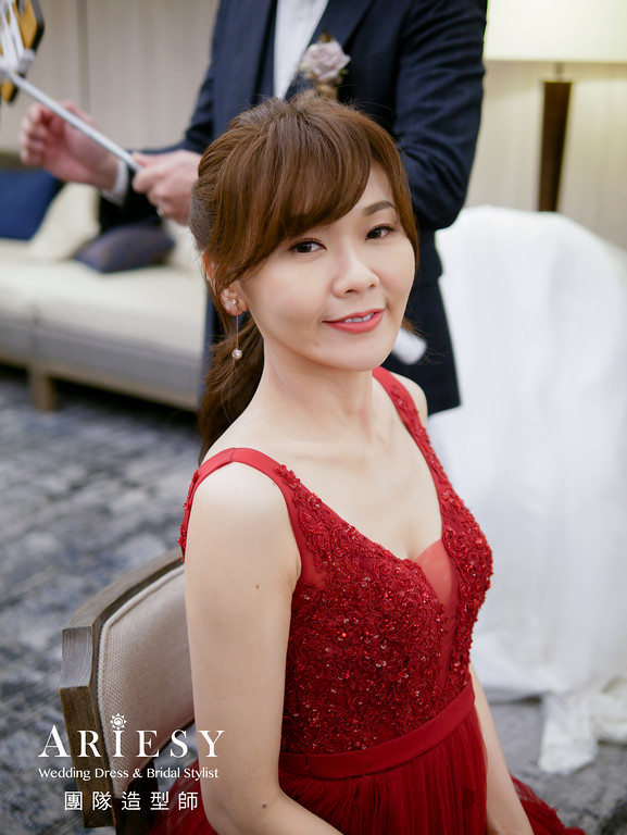 敬酒造型,紅色禮服造型,新秘推薦,馬尾造型,新娘編髮