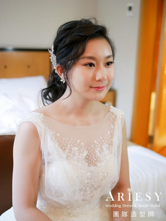 蓬鬆編髮,台北新秘推薦,自然妝感,黑髮造型,白紗進場造型