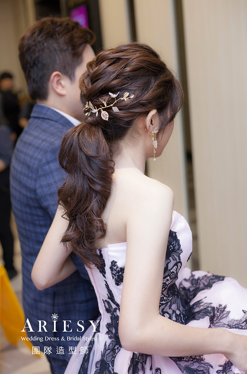 台北新祕,新娘秘書,新娘造型,自然清透妝感,蓬鬆編髮,新娘髮型,馬尾造型