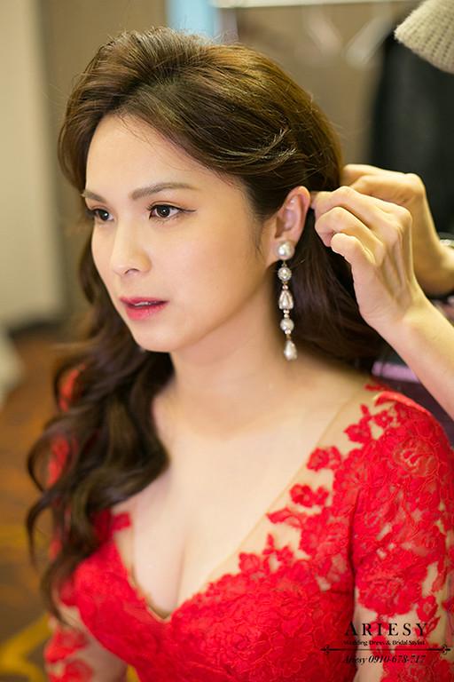 新娘秘書,台北新秘,清透自然妝感,名媛新娘造型,紅色禮服造型,大波浪髮型