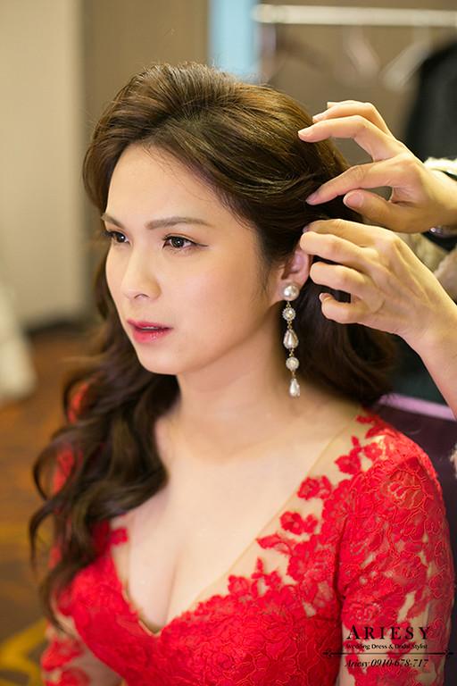 新娘秘書,台北新秘,清透自然妝感,名媛新娘髮型,紅色禮服造型,大波浪髮型