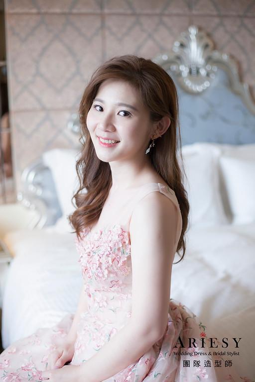 台北新祕,新娘秘書,新娘造型,自然輕透妝感,蓬鬆編髮,新娘髮型,細軟髮質